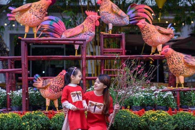 Nằm trong khuôn khổ dự án lễ hội hoa xuân, toàn bộ trục đường chính phân khu Palm Spring khu đô thị Ecopark (Hưng Yên) cùng các công viên mùa Xuân, mùa Hạ, mùa Thu đều khoác lên mình chiếc áo rực rỡ của nhiều loại