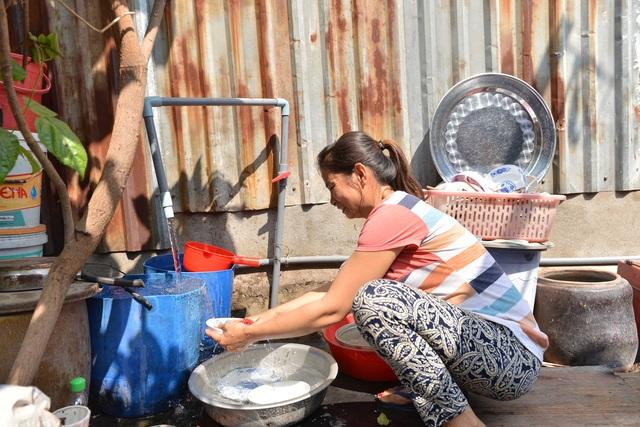 Đường ống nước sạch được lắp đặt vào khu dân cư đã giúp cải thiện chất lượng cuộc sống