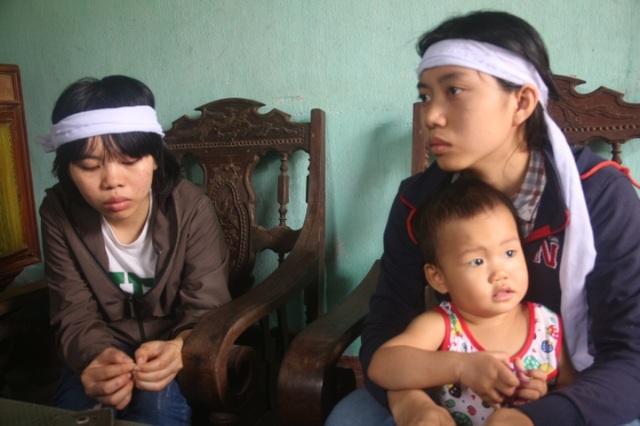 Ba chị em Sáng giờ đang phải nương nhờ vào người cậu ruột ở xã Cẩm Nhượng