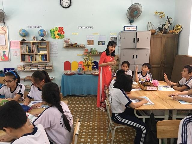 Cô giáo Nguyễn Thị Hồng Ngọc (TP Nha Trang, Khánh Hòa) trong một buổi dạy. (Ảnh: NVCC)