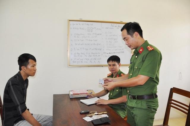 Đối tượng Đặng Minh Tiến bị bắt giữ tại khi đang bắt cóc con của người tình lẩn trốn ở tỉnh Quảng Ninh.