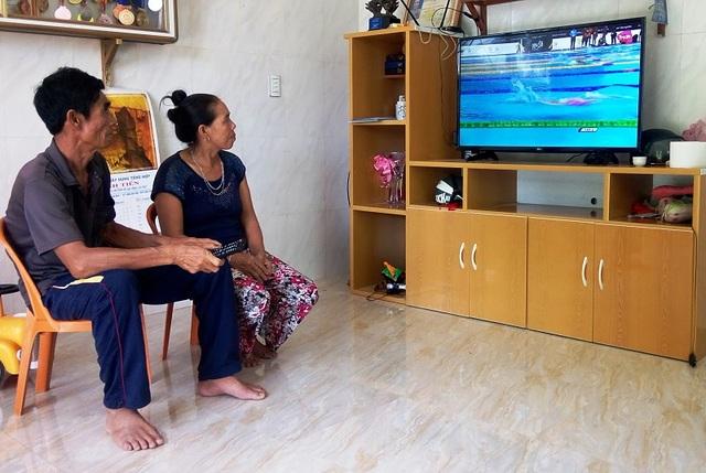 Bố mẹ kình ngư Nguyễn huy Hoàng luôn dõi theo cậu con trai trong từng cuộc đấu trên đường đua xanh