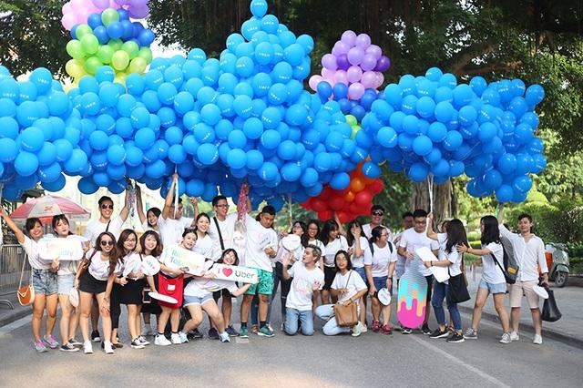 Hà Nội: Hàng trăm bạn trẻ khoác cờ LGBT trong ngày hội tự hào giới tính - 11