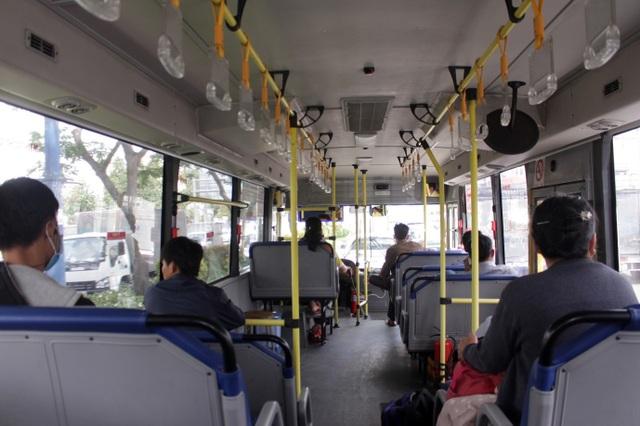 Học sinh, sinh viên - những người sử dụng xe buýt thường xuyên, vẫn còn nhiều e ngại khi sử dụng loại hình này.