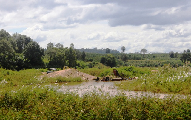 Những điểm khai thác cát trái phép gần xã Ia Phí