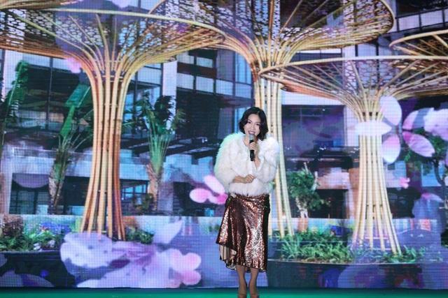 Điểm nhấn của sự kiện là đêm nhạc ý nghĩa với sự quy tụ của nhiều khách mời nổi tiếng như ca sĩ Mỹ Linh.