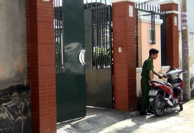 Lực lượng công an chuẩn bị khám xét nhà riêng của ông Nguyễn Văn Minh