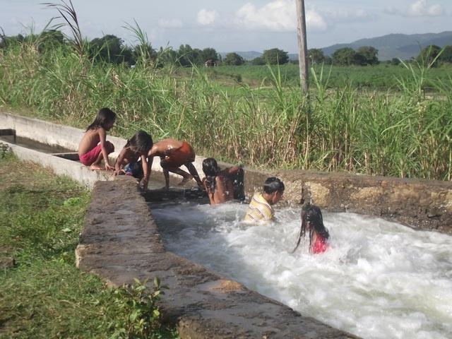 Tình trạng trẻ em tự phát đi tắm ở các sông, suối đã gây nên nhiều vụ đuối nước thương tâm