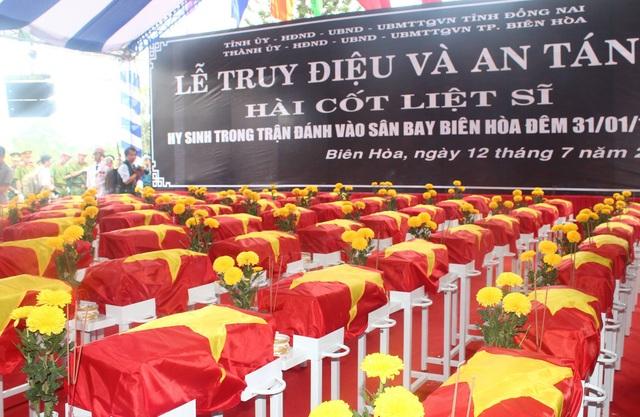 Lễ truy điệu và an táng tập thể các liệt sĩ hy sinh trong trận đánh vào sân bay Biên Hòa tết Mậu Thân 1968 được tổ chức xúc động, trang trọng