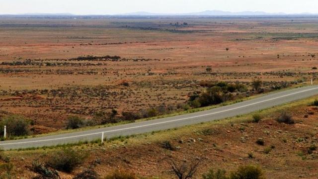 Cậu bé tự lái xe cả nghìn cây số trên đường cao tốc trên chuyến đi xuyên quốc gia