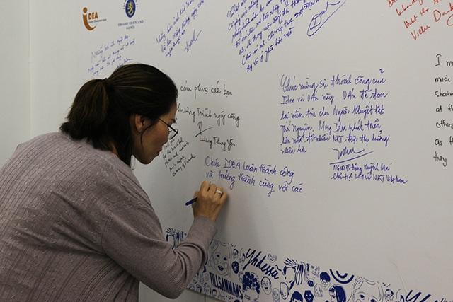 Người xem tranh gửi tới những lời nhắn nhủ tới các tác giả và triển lãm