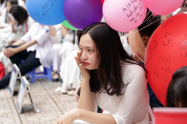 Những giọt nước mắt nghẹn ngào trong lễ bế giảng THPT Phan Đình Phùng - 9