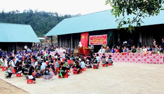 Lễ mít tinh ngày Nhà giáo Việt Nam ở ngôi trường đặc biệt xã biên giới Nghệ An.