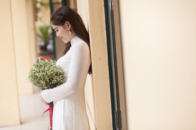 Hồ Xuân hiện đang là sinh viên năm cuối của Đại học Công đoàn, bộ ảnh này đánh dấu những tháng ngày còn lại nơi giảng đường của cô gái đến từ Hà Tĩnh này.