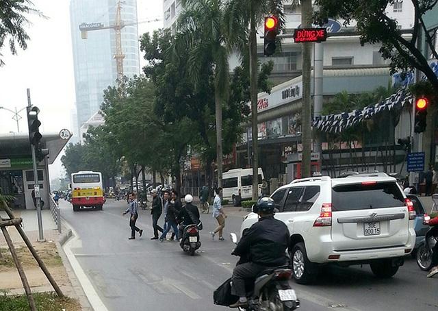 Đường thông hè thoáng như buýt thường cũng không chịu thua thiệt buýt nhanh