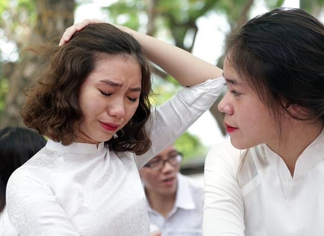 Những giọt nước mắt nghẹn ngào trong lễ bế giảng THPT Phan Đình Phùng - 8