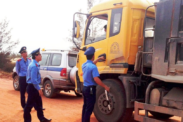 Thanh tra giao thông Quảng Bình trong một lần làm nhiệm vụ. (Ảnh CTV)