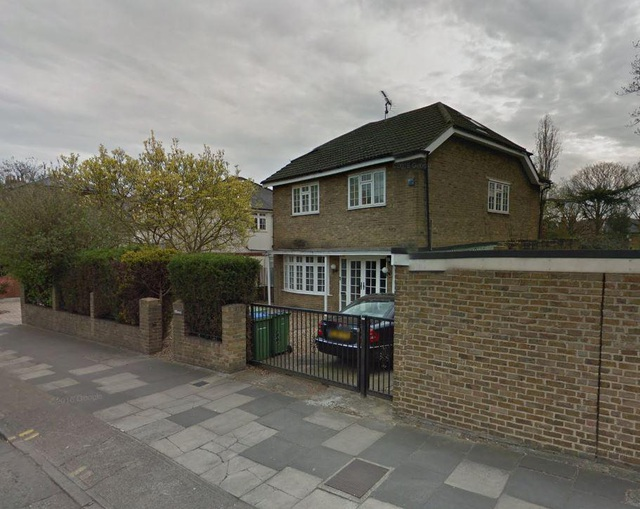 Căn nhà được cho là trụ sở của công ty KNIC tại London, Anh (Ảnh: The Sun)