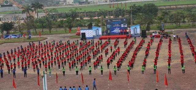 Hơn 500 sinh viên Việt - Lào cùng các tình nguyện viên tham gia hưởng ứng Giờ trái đất, bảo vệ môi trường