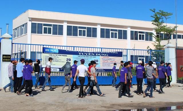 Các công nhân Công ty TNHH MTV Ducksan Vina đình công