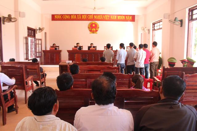 Phiên tòa xét xử các bị cáo tội đánh bạc (Ảnh: Website huyện Tây Giang).