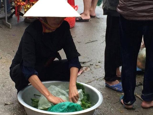 """""""Chen chân"""" sắm Tết trong phiên chợ ngày cuối năm - 34"""
