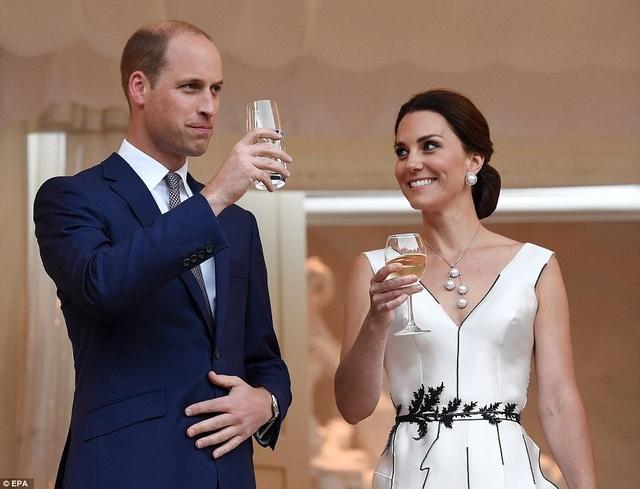 Cặp đôi hoàng gia Anh sẽ sang thăm Đức vào ngày mai 19/7 và có cuộc gặp gỡ với Thủ tướng Đức Angela Merkel (Ảnh: EPA)