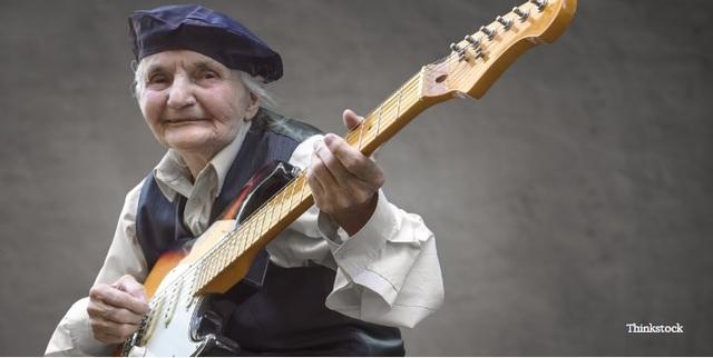 Chơi nhạc cụ có thể giúp người lớn tuổi phản ứng nhanh hơn - 1