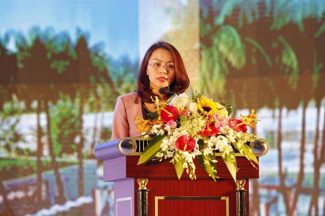 Bà Hương Trần Kiều Dung, Phó chủ tịch Hội đồng quản trị Tập đoàn FLC phát biểu tại buổi lễ.