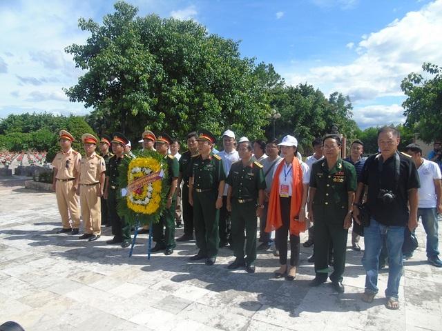 Ban tổ chức cuộc đua viếng mộ Đại tướng Võ Nguyên Giáp và dâng hương tại Nghĩa trang liệt sỹ Ba Dốc
