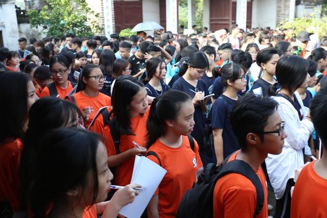 Học sinh tập trung ghi chép học ngoại khoá