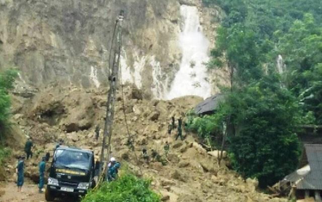 Hiện trường vụ sạt lở đất tại xã Phú Cường, huyện Tân Lạc, Hòa Bình làm 19 người chết, trong đó có 1 học sinh lớp 4 tử vong.