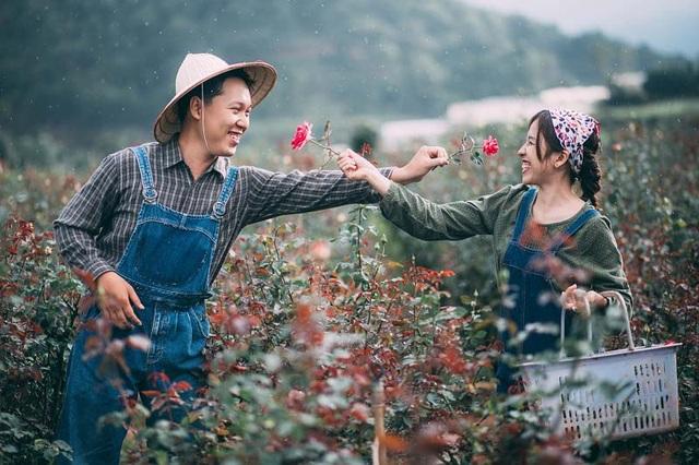 Khi đã nói chuyện một thời gian thì anh quyết định tỏ tình với nàng, dù trong lòng rất lo sợ sẽ đối diện với câu chối từ.