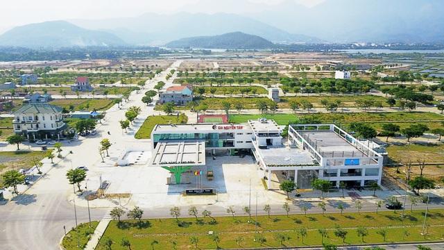 Khu đô thị sinh thái Golden Hills được thiết kế quy hoạch bởi S.O.M - Công ty thiết kết hàng đầu thế giới tại Mỹ với hơn 80 năm kinh nghiệm. Tại Việt Nam, S.O.M cũng là đơn vị đã quy hoạch thiết kế nhiều dự án danh tiếng, đặc biệt là khu đô thị Phú Mỹ Hưng tại TP.Hồ Chí Minh