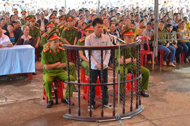 Bị cáo Nguyễn Thanh Tùng trước vành móng ngựa