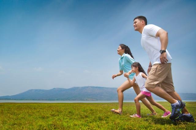 Ngoài việc lên kế hoạch và đảm bảo nền tảng thể chất, bố mẹ cũng cần sắp xếp thời gian khoa học để cả nhà có một mùa hè năng động trọn vẹn.