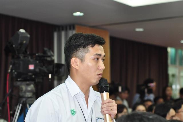 Anh Nguyễn Gia Thái, Bí thư đoàn Thanh niên Công ty TaeKwang Vina phát biểu tâm tư với Thủ tướng.