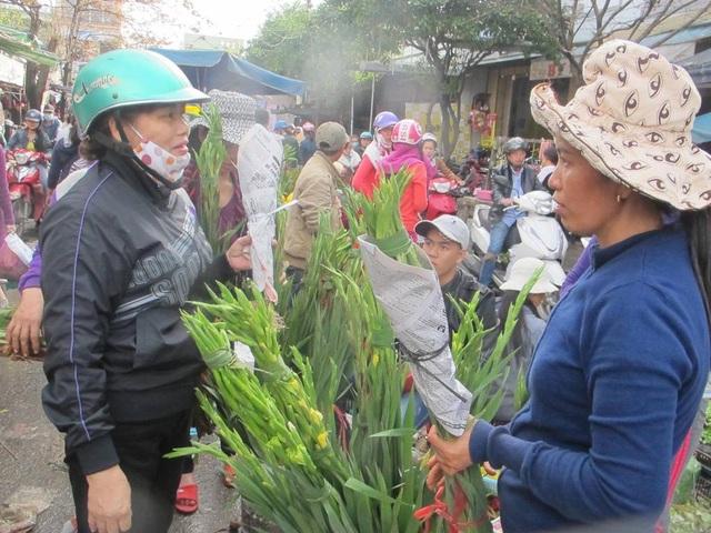 Hoa lay ơn đắt khách trong phiên chợ Tết