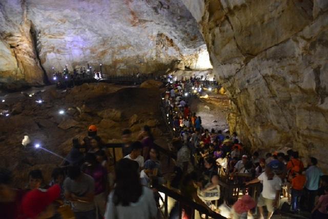Quảng Bình: Hàng chục ngàn người viếng mộ Đại tướng trong 4 ngày nghỉ lễ - 3