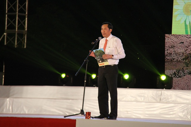 Ông Thuận Hữu, Tổng Biên tập báo Nhân dân khai mạc buổi lễ