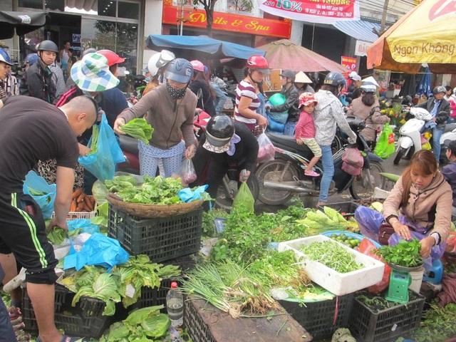 Ngày 30 Tết, các loại rau xanh cũng đắt khách không kém