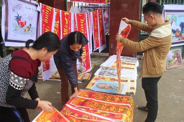 """""""Chen chân"""" sắm Tết trong phiên chợ ngày cuối năm - 25"""
