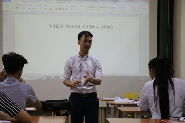 Lớp luyện thi đại học của trung úy Tạ Quang Quyết