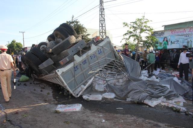 Hiện trường vụ tai nạn thảm khốc khiến 13 người chết