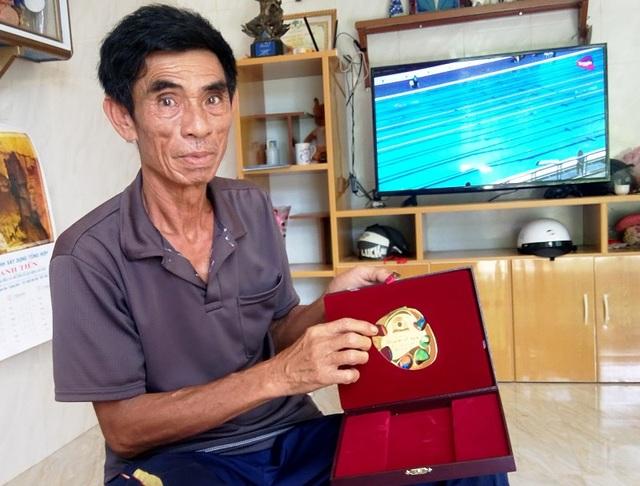 Ông Nguyễn Văn Vinh, bố của kình ngư Nguyễn Huy Hoàng tự hào nói về người con trai của mình