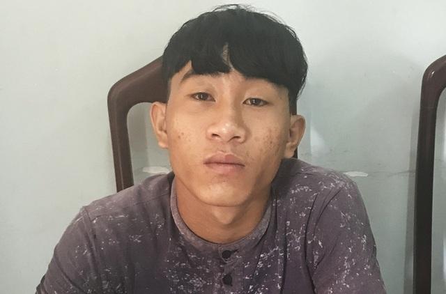 Nghi can Nguyễn Văn Tín ra đầu thú tại PC45 - Công an tỉnh Khánh Hòa