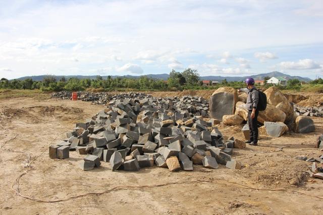 Các bãi đá trái phép ngang nhiên được tập kết ở khu dân cư