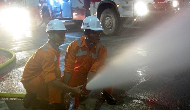 Lực lượng PCCC tích cực dập tắc đám cháy