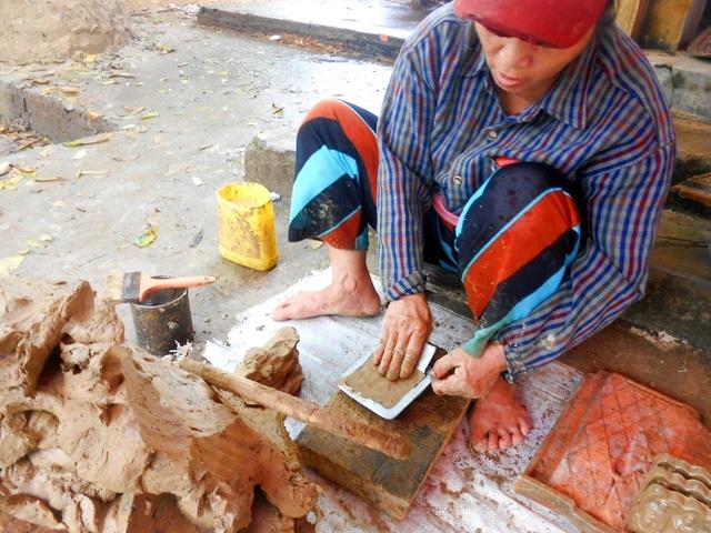 Khuôn đúc tượng người ta dùng khuôn gỗ hoặc khuôn nhôm