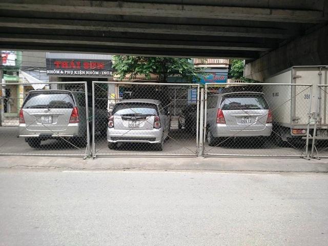 Đơn vị thuê lại gầm cầu của UBND phường Thanh Bình cho các hộ dân, đơn vị kinh doanh gửi xe thu 300 - 350 nghìn đồng/tháng.